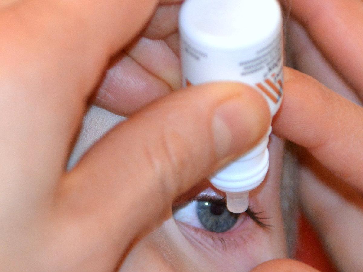 Augentropfen Kontaktlinse Labortest Sterilität Pflegemittel